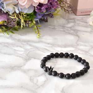 čierny dámsky elegantný kamienkový náramok s korunkou