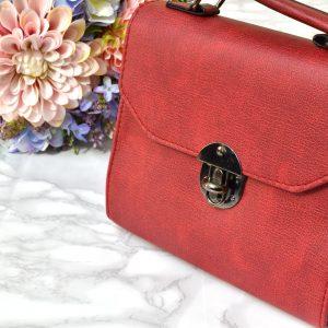 dámska elegantná luxusná kožená bordová menšia kabelka na rameno