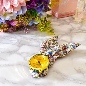 Luxusné elegantné zlaté dámske hodinky s kvetinový viazaním na ruku