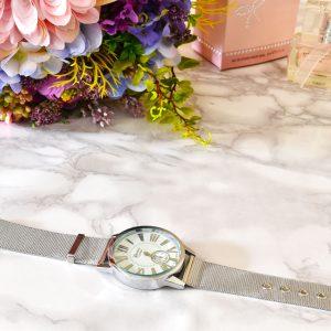 elegantné dámske strieborné hodinky s náramkom z chirurgickej ocele