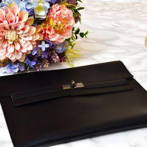 elegantná čierna kožená dámska listová večerná kabelka