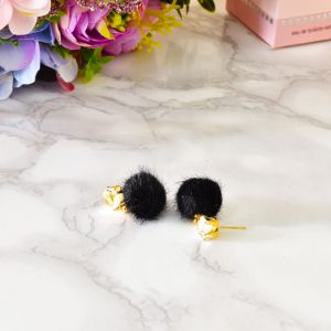 nádherné čierne dámske plyšové náušnice so zlatým zapínaním