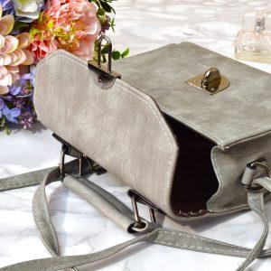 dámska sivá elegantná jednoduchá menšia crossbody luxusná kabelka s popruhom