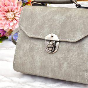 dámska sivá elegantná jednoduchá crossbody menšia kabelka s popruhom